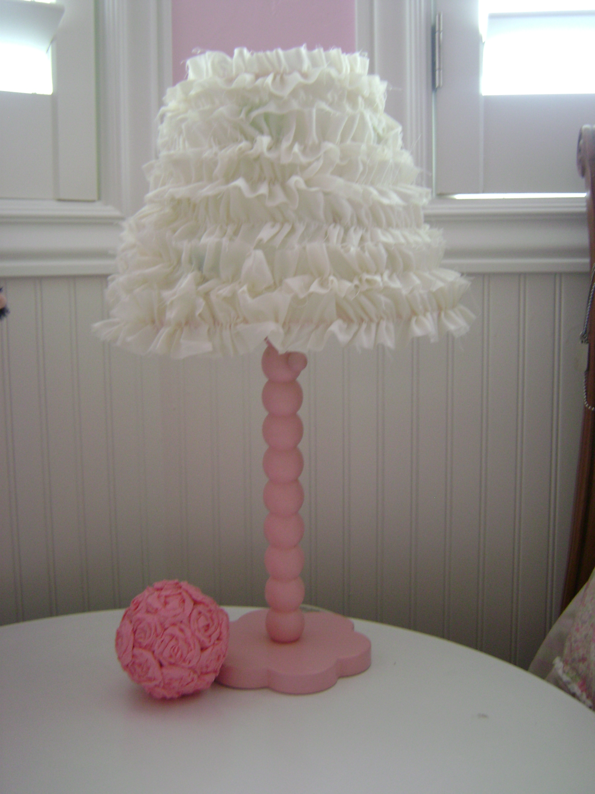 How to make a ruffled lamp shade craft for Redoing lamp shades