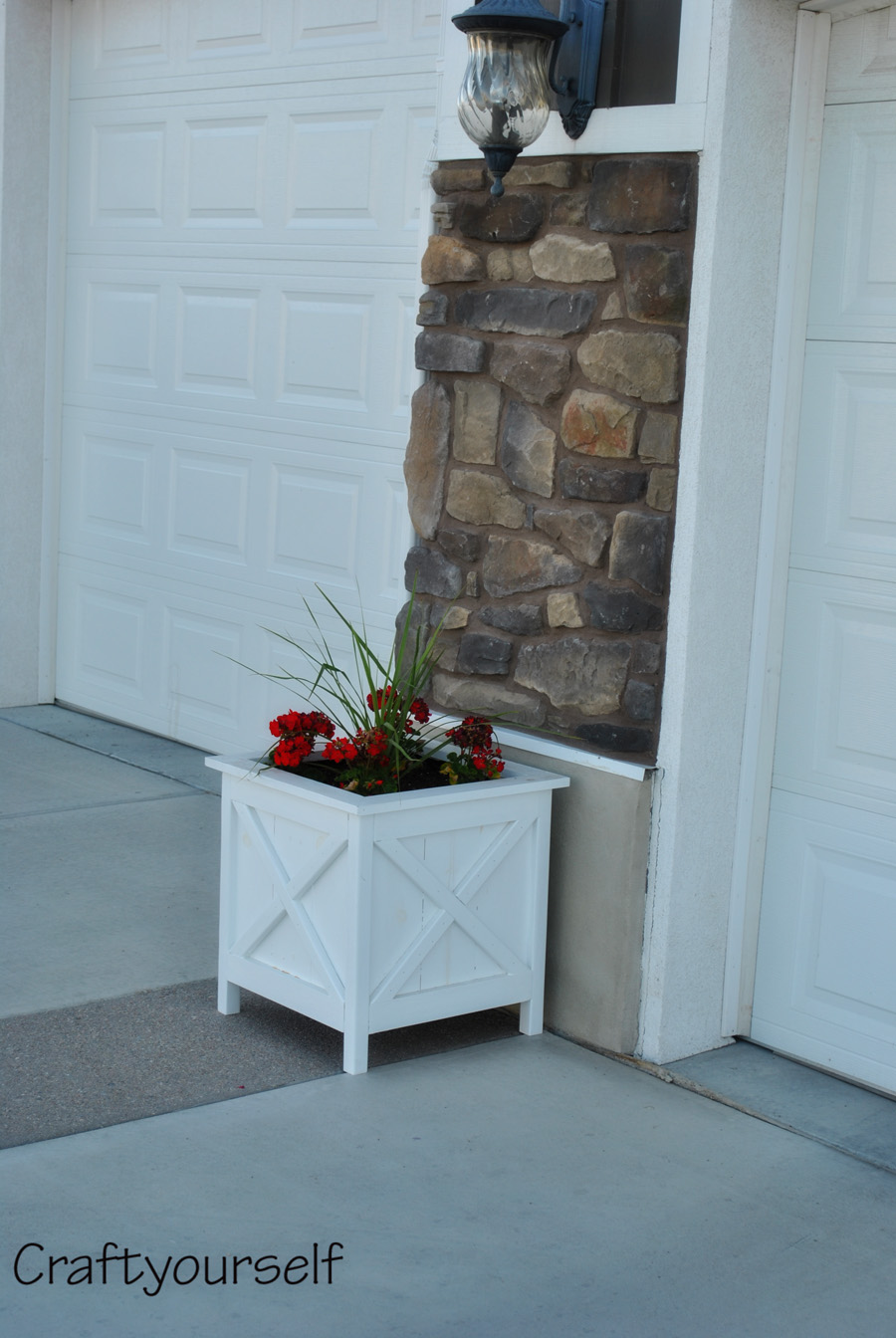 White flower planter