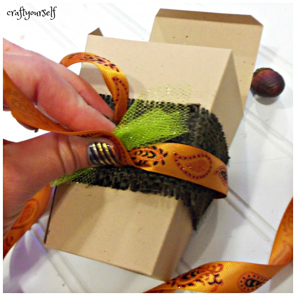 easy-thanksgiving-boxes-orange-ribbon