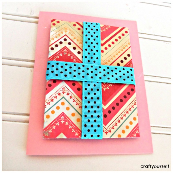 hair bow card present in center of card