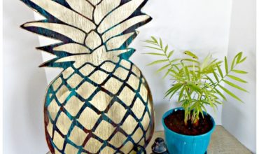 antiqued pineapple plaque
